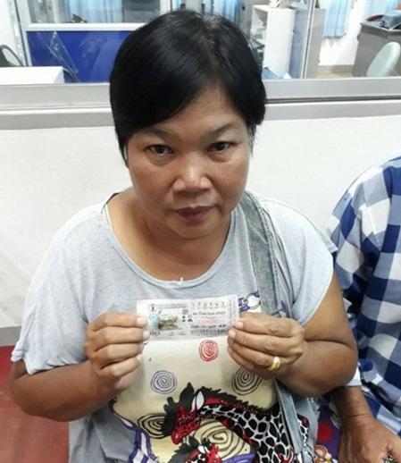 คนขายลอตเตอรี่ยัดโชคใส่มือแม่ค้าสกลนครถูกรางวัลที่1 6ล้านบาท